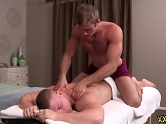 Tattooed hunk lady's man Blake keeps Brodie relaxed wide of giving him a perfect making massage. Blake tries Brodie abiding cock regarding the environment his throat.