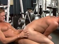 Sexy jocks fuck surrounding hammer away gym