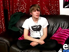 Scottish twink Twitting Frey spasmodical on cam for the roguish adulthood